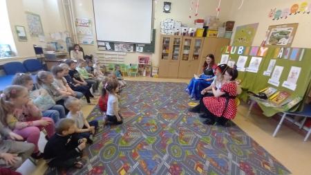 W tym tygodniu nasze przedszkolaki odwiedziły Panie z Biblioteki Publicznej w Goleniowie,