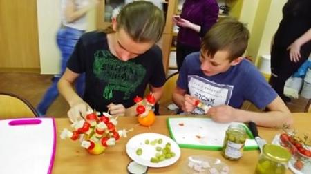 Rozpoczęły się warsztaty kulinarne w klasach drugich.